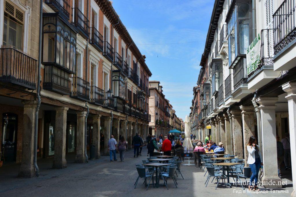Экскурсия в Алькала-де-Энарес - улица Майор