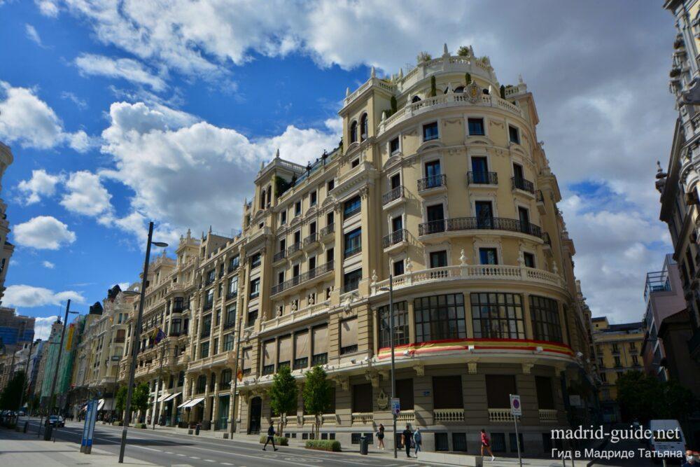 Улица Гран-Bua в Мадриде