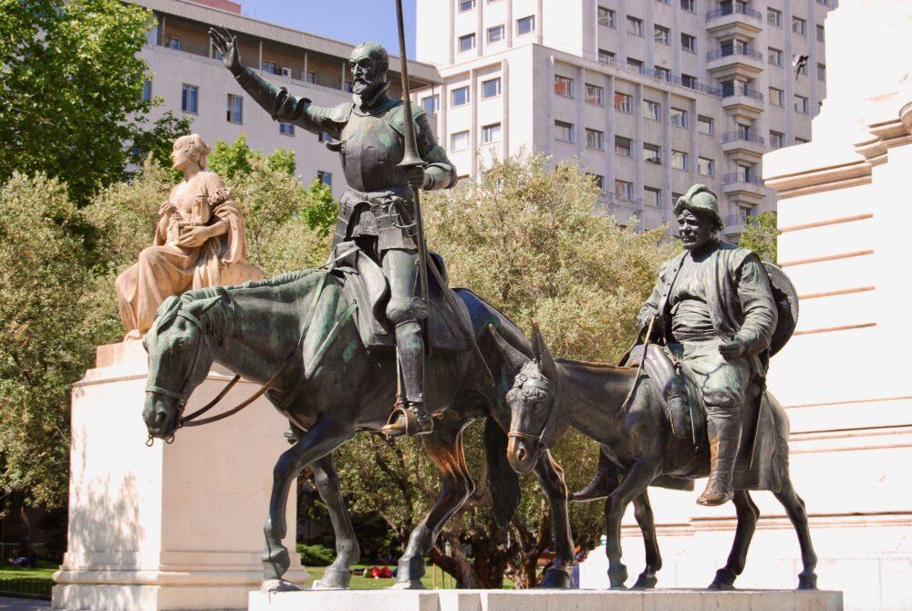 Монумент Сервантесу и его героям в Мадриде