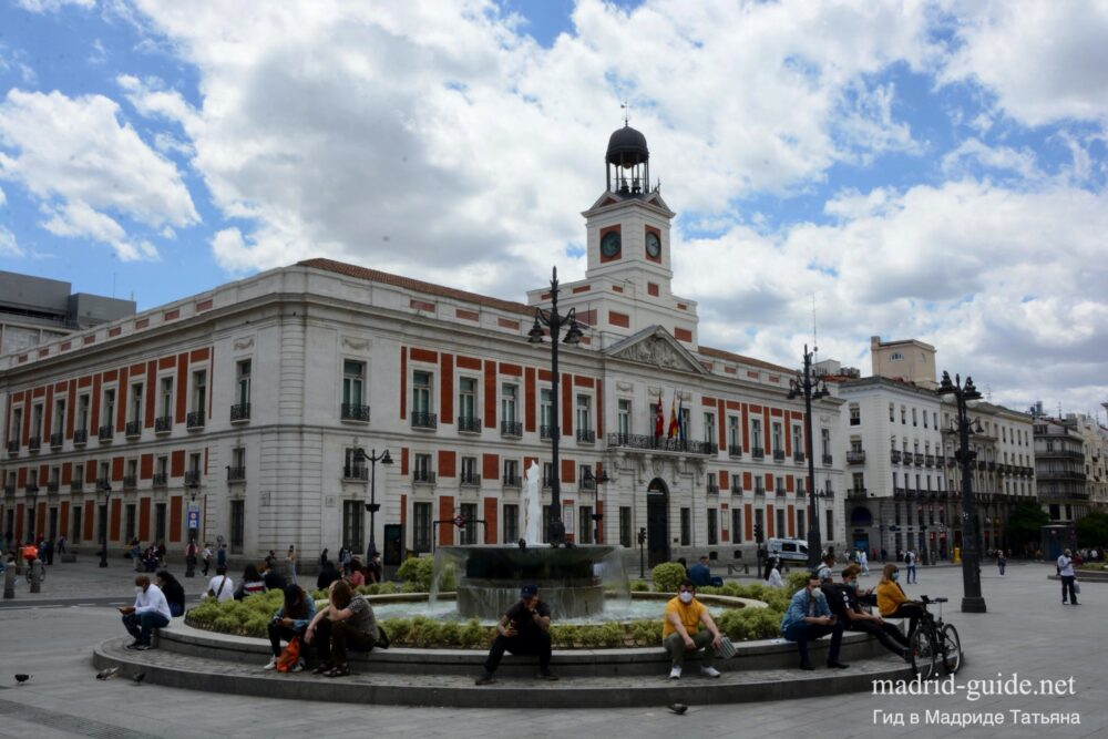 Пуэрта-дель-Соль в Мадриде - старый почтамп